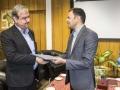 رئيس اداره ورزش و جوانان شهرستان با حضور در شهرداري مباركه از شهردار اين شهر تجليل كرد