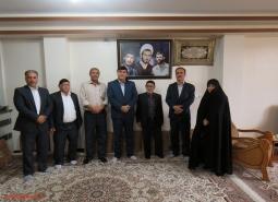 دیدار فرماندار، شهردار و رییس شورای اسلامی شهر مبارکه با خانواده شهدای زینلی