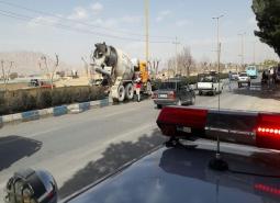 نیروهای سازمان آتش نشانی شهرداری مبارکه، جان راننده کامیون حادثه دیده در بلوار سرارود را از مرگ نجات دادند