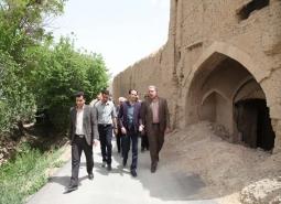 بازدید شهردار مبارکه از بافت تاریخی محله اسماعیل ترخان در راستای بررسی اجرای…