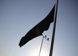 اهتزاز پرچم عزای سرور و سالار شهیدان حضرت اباعبدالله الحسین (ع) در  شهر مبارکه…