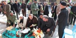 گلزار شهدای شهر مبارکه با حضور شهردار ،اعضای شورای اسلامی شهر و مسئولین شهرستان غبار روبی شد