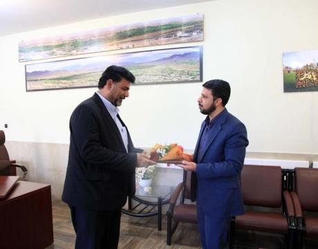 گزارش تصویری /تقدیر از همکار گرامی جناب آقای احسان اله شریفی عضو شورای اسلامی بخش گرکن به مناسبت روز شورا ها