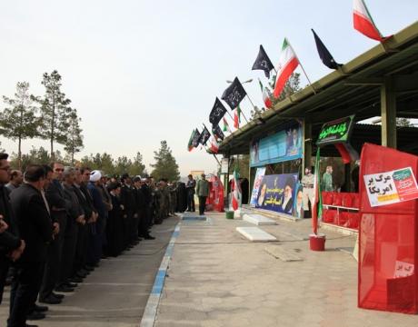 گزارش تصویری/چهلمین سالگرد پیروزی انقلاب /غبارروبی و عطر افشانی گلزار شهدای شهر مبارکه