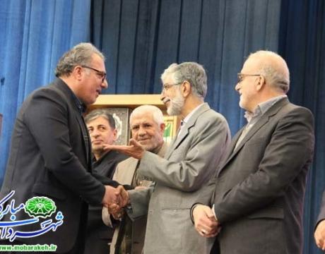 تقدیر از شهردار مبارکه توسط دکتر حدادعادل  مشاور عالی مقام معظم رهبری و رئیس فرهنگستان زبان و ادب فارسی