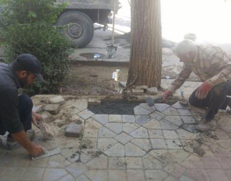 گزارش تصویری/ روایت تلاش در حوزه خدمات شهری/تعمیرات بلوک فرش های سطح شهر