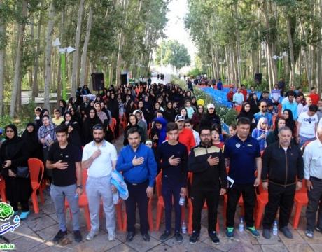 گزارش تصویری / همایش پیاده روی خانوادگی به مناسبت دهه کرامت ،روز شهرداری ها و هفته مبارزه با مواد مخدر  برگزار شد