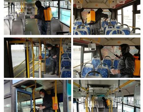گزارش تصویری / ضدعفونی کردن اتوبوسهای واحد برای حفظ سلامتی شهروندان و مسافرین توسط پرسنل پرتلاش سازمان مدیریت حملونقل شهرداری مبارکه