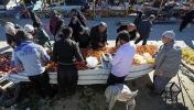 بازار روز قهنویه تا اطلاع ثانوی به دلیل خطر شیوع ویروس کرونا تعطیل میباشد