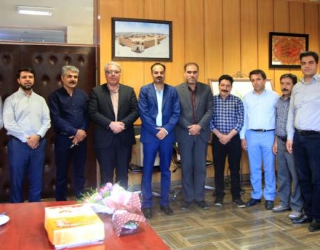 دیدار رئیس اداره صنعت، معدن و تجارت ،هیئت رئیسه اتاق اصناف شهرستان با شهردار مبارکه به مناسبت روز شهرداریها